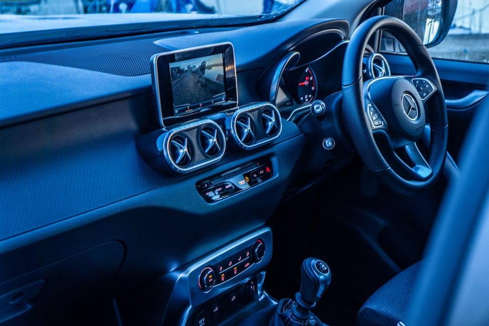 Mercedes-Benz X-Class cabin - front